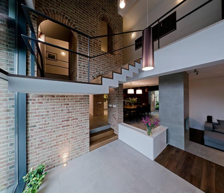 salon: styl , w kategorii Ogród zimowy zaprojektowany przez Pracownia Świętego Józefa