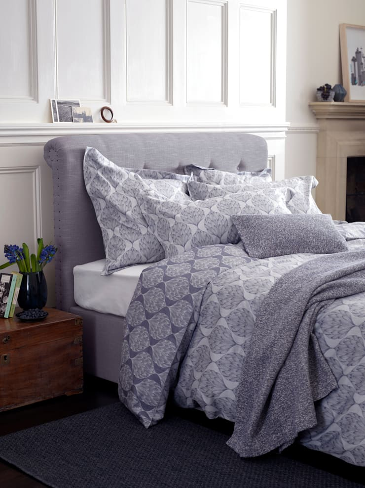Lily Divan: classic  by Button & Sprung, Classic