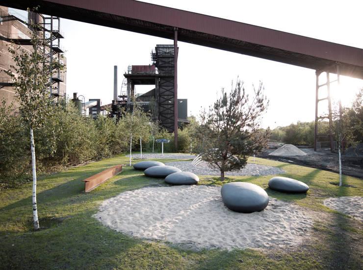 Jardín de estilo  por Concrete Rudolph GmbH