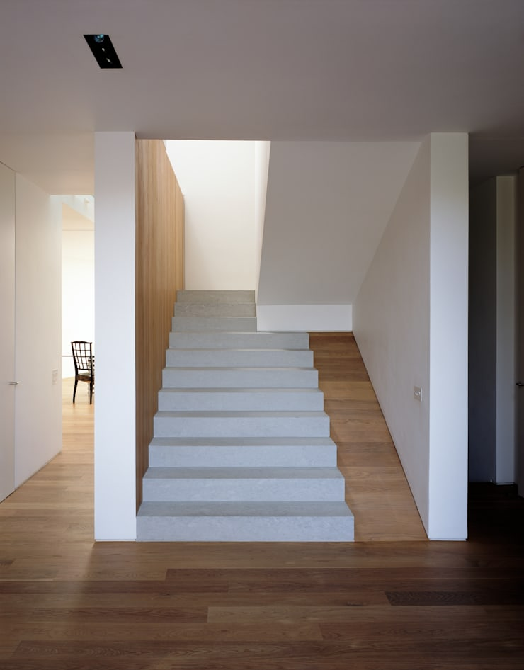 The Long House:  Corridor & hallway by Keith Williams Architects, Minimalist