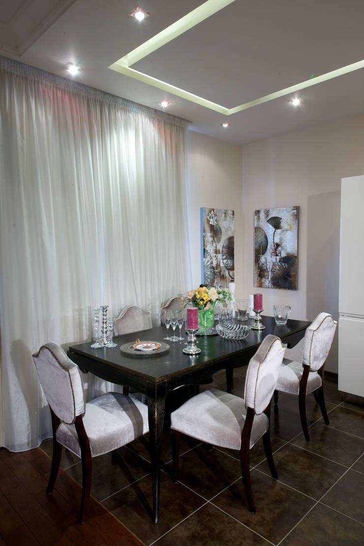 Квартира на Крупской : Столовые комнаты в . Автор – Дизайн-студия «ARTof3L»,