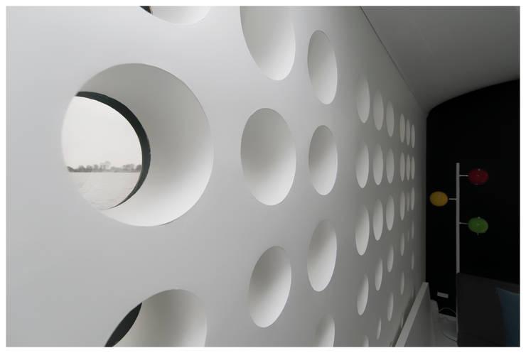 Domy na wodzie : styl , w kategorii Ściany zaprojektowany przez floatinghouses,