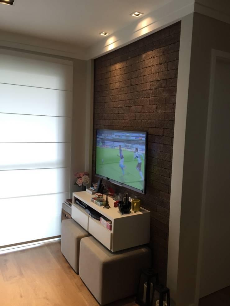 Sala de estar/TV: Salas de estar modernas por Vitor Dias Arquitetura