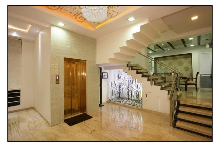 Entrance lobby:  Corridor, hallway & stairs by sayyam interiors.