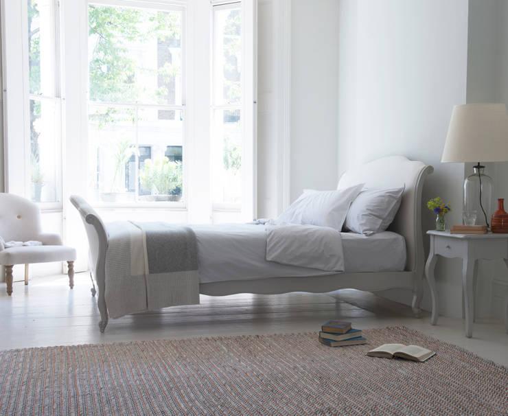 Camera da letto in stile in stile Moderno di Loaf