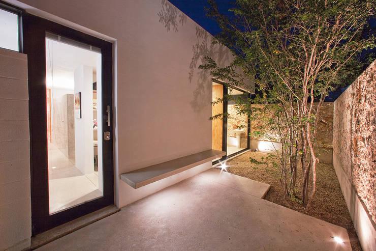 CASA GERSHENSON Jardines modernos de Gonzalez Amaro Moderno