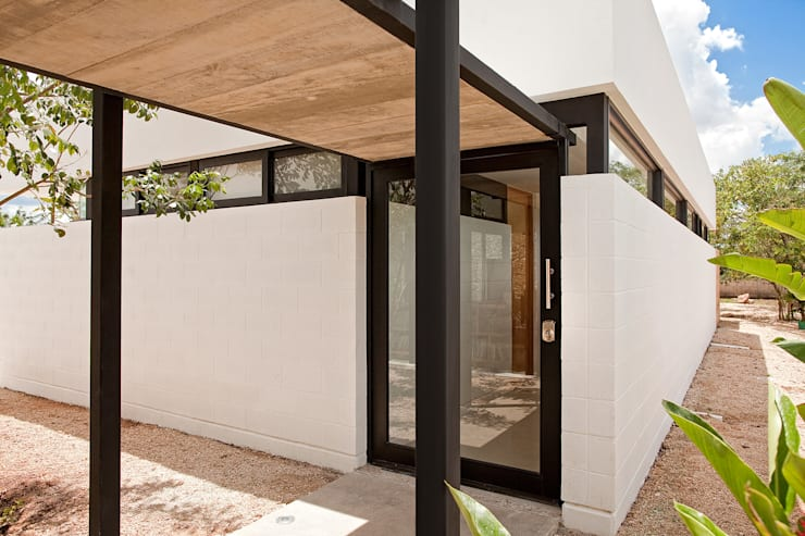 CASA GERSHENSON Pasillos, vestíbulos y escaleras modernos de Gonzalez Amaro Moderno
