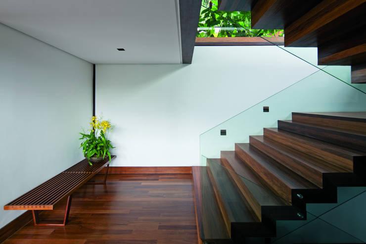 05: Casas  por Jacobsen Arquitetura