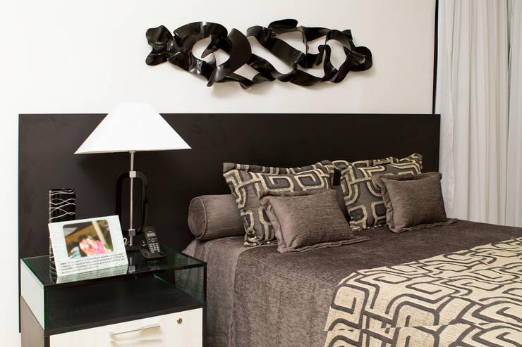 Dormitorios de estilo  por Celia Beatriz Arquitetura