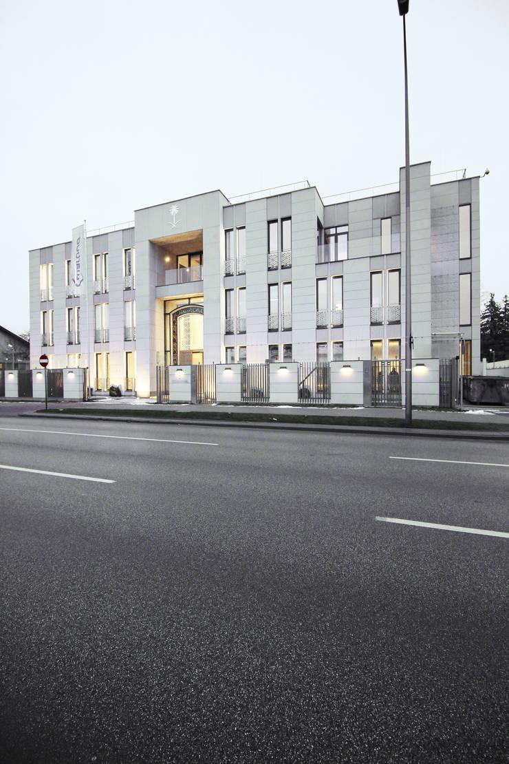 Ambasada i Rezydencja Ambasadora Królestwa Arabii Saudyjskiej: styl , w kategorii Domy zaprojektowany przez xystudio