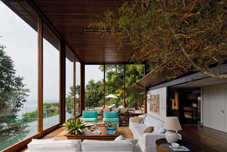 Casas de estilo topical por Jacobsen Arquitetura