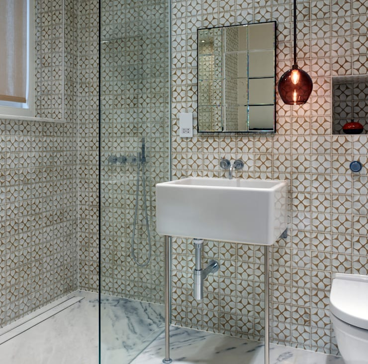 Bathroom by ReDesign London Ltd