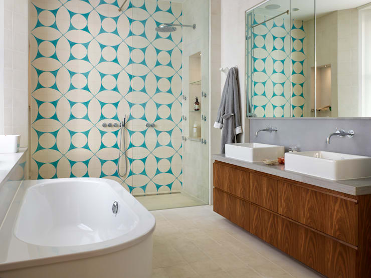 Bagno in stile in stile Moderno di ReDesign London Ltd
