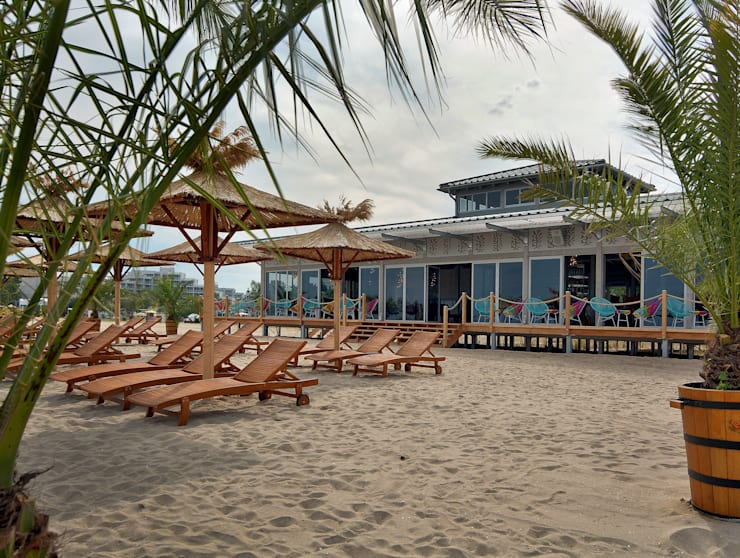 Ganvie Beach Club:  Bars & Clubs von CHristian Bogner GmbH Living Art