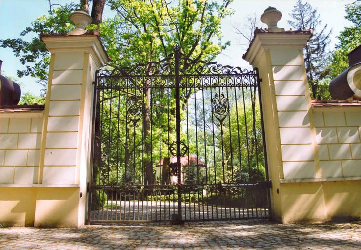 Brama wjazdowa - wzór G146 ALMET.com.pl: styl , w kategorii Ogród zaprojektowany przez ALMET Kowalstwo Artystyczne