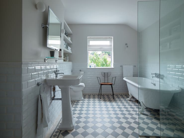 modern Bathroom by homify
