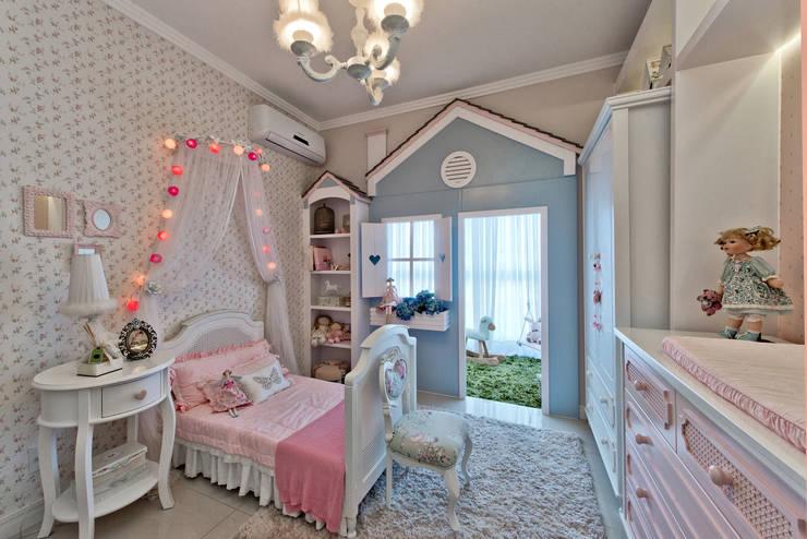 Nursery/kid's room by Espaço do Traço arquitetura