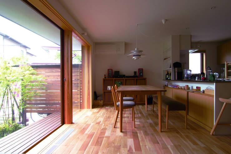 Comedores de estilo  de 松原正明建築設計室, Moderno