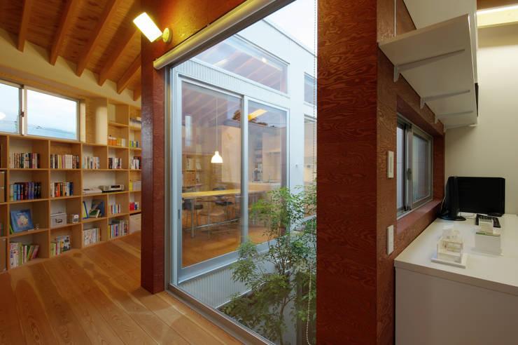 秦野の家: 萩原健治建築研究所が手掛けた庭です。