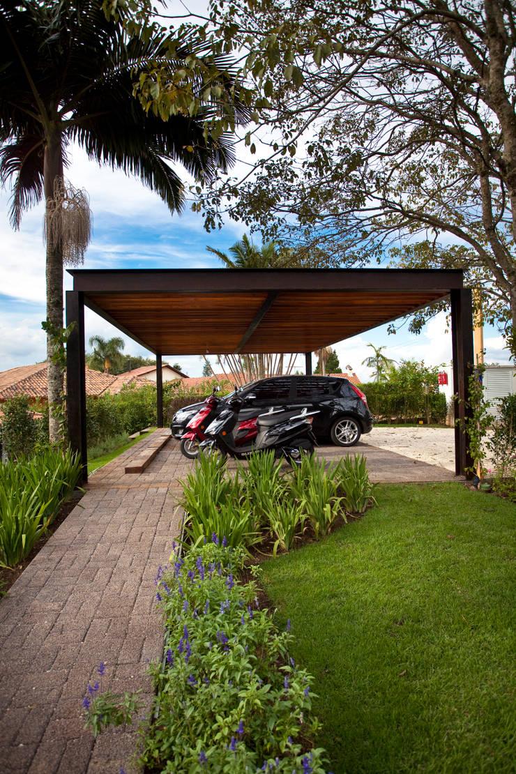 Garagem: Garagens e edículas  por M.Lisboa Arquitetura e Interiores,Clássico