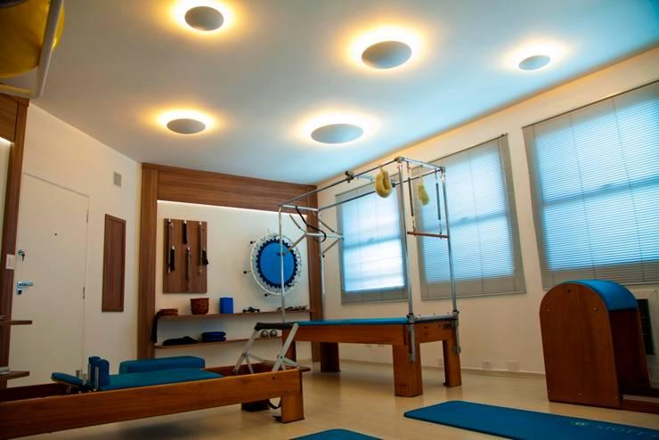 Estudio de Pilates: Espaços comerciais  por Marcia Debski Ferreira Designer de Interiores,