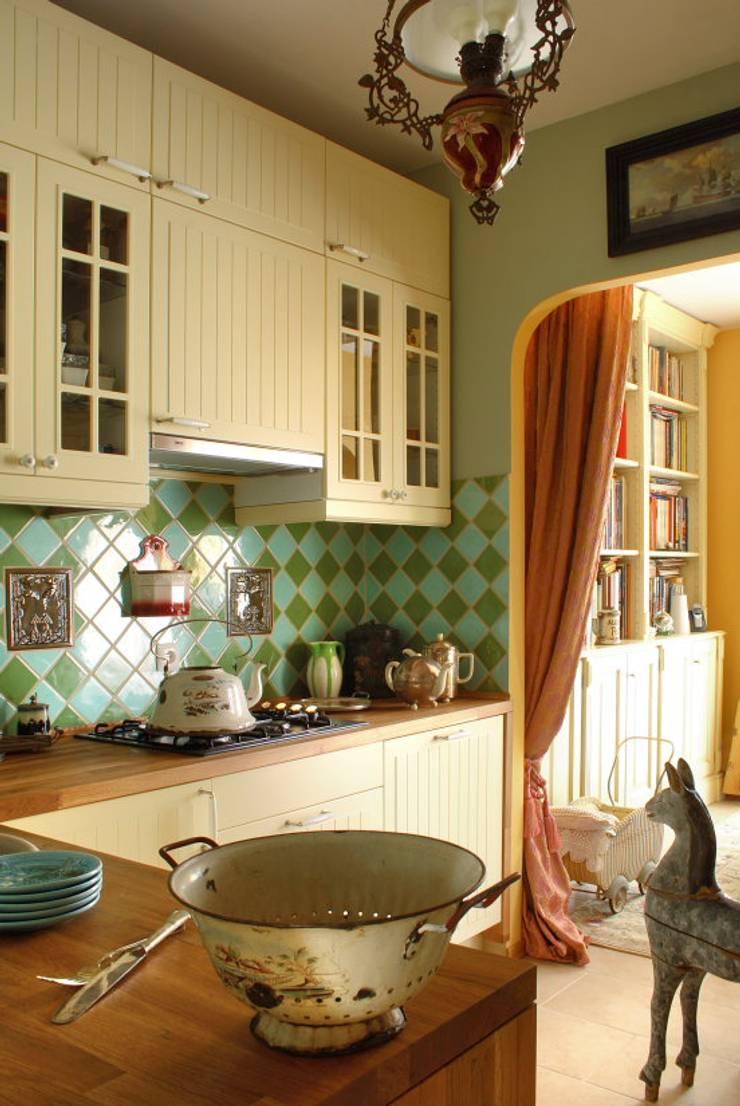 Apartament – Warszawa: styl , w kategorii Kuchnia zaprojektowany przez t