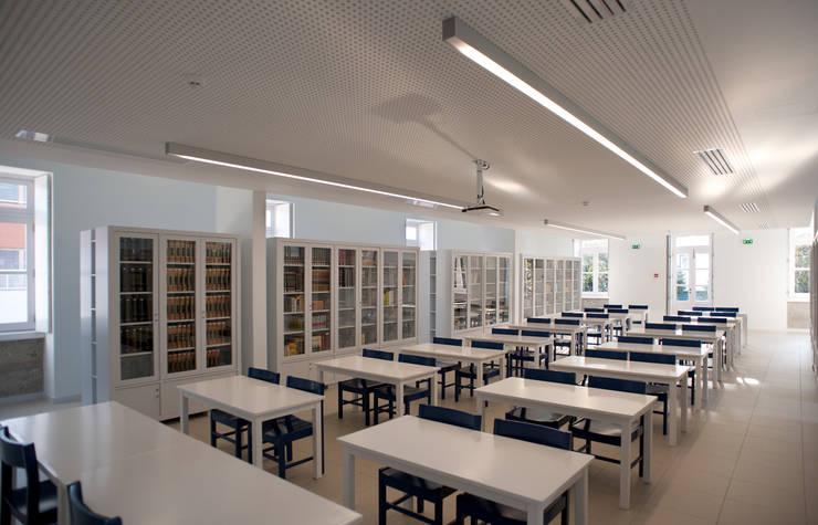 Complexo Escolar – Edifício social: Escritórios e Espaços de trabalho  por ACANTO Ldª