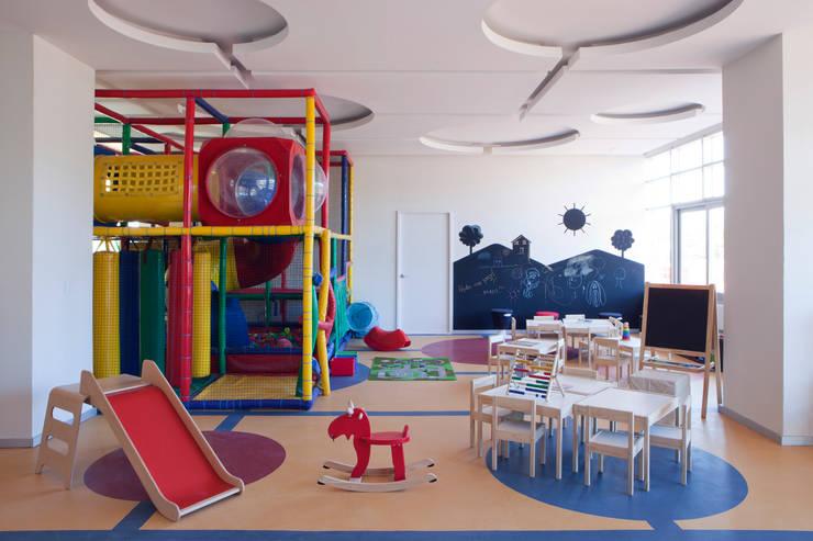 modern Nursery/kid's room by Grupo Nodus Arquitectos