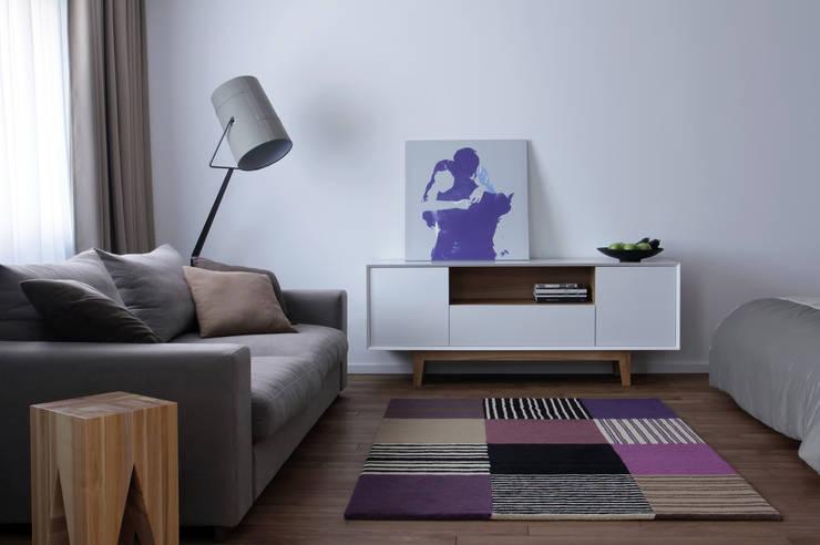Однушка: Гостиная в . Автор – Lugerin Architects