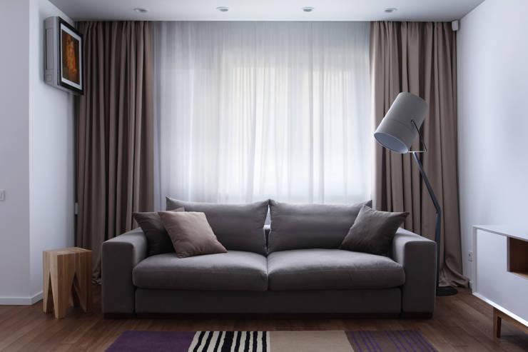 Однушка: Гостиная в . Автор – Lugerin Architects, Скандинавский