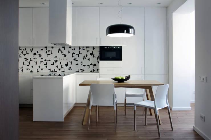 Однушка: Кухни в . Автор – Lugerin Architects