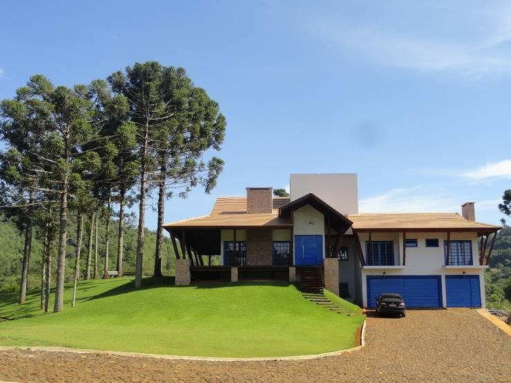 Casa de Campo: Casas campestres por Márcia Pilz Arquiteta e Urbanista