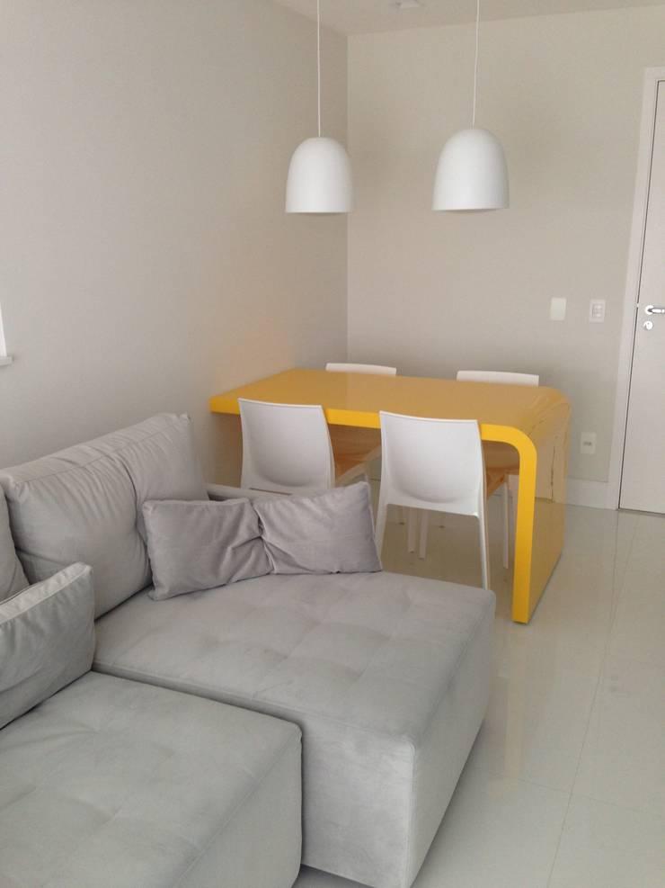 Studio: Salas de jantar  por  Adriana Fiali e Rose Corsini - FICODesign
