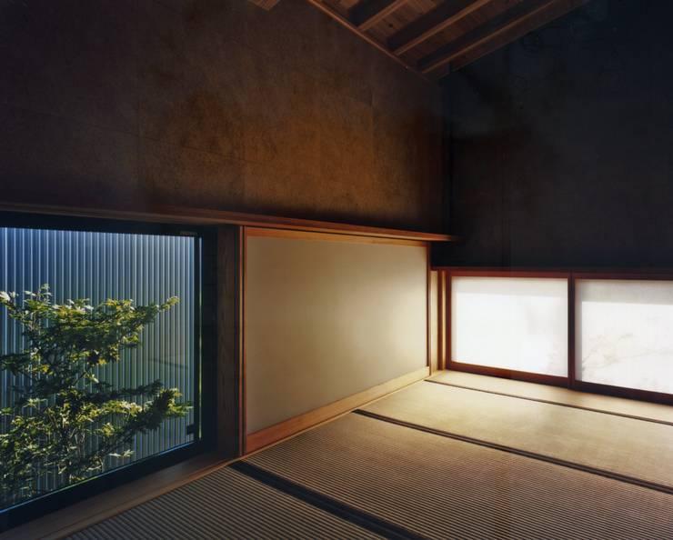 和歌山の家: Y's建築工房 一級建築士事務所が手掛けた壁です。