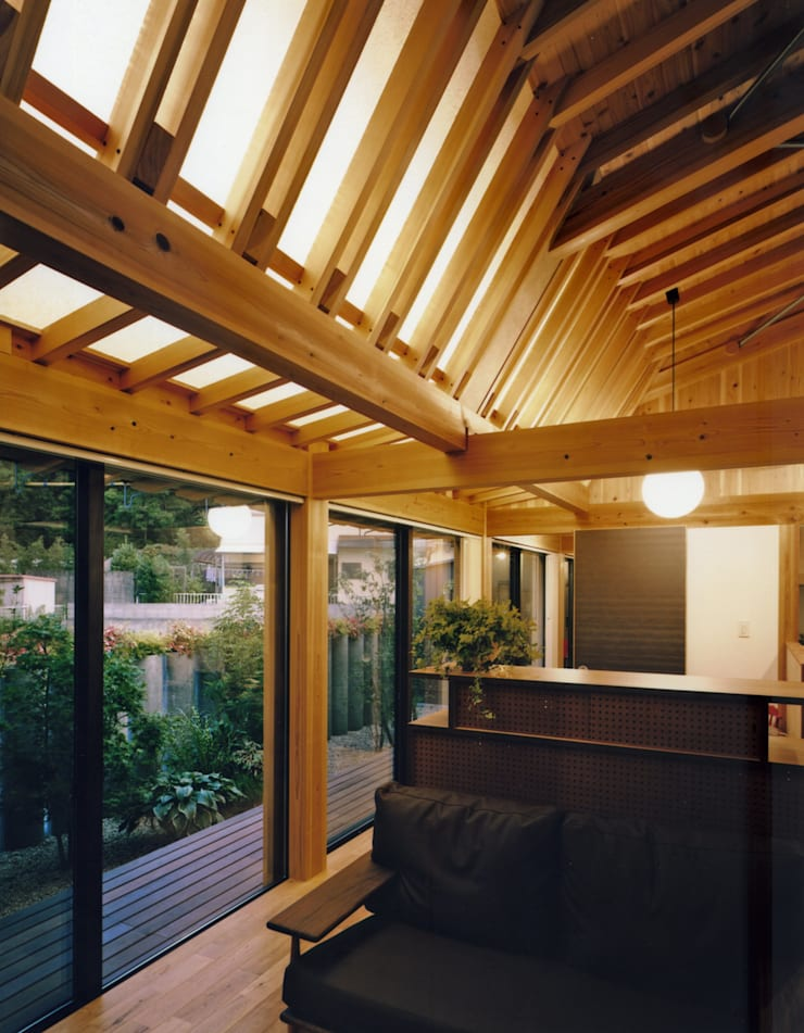 和歌山の家: Y's建築工房 一級建築士事務所が手掛けたリビングです。