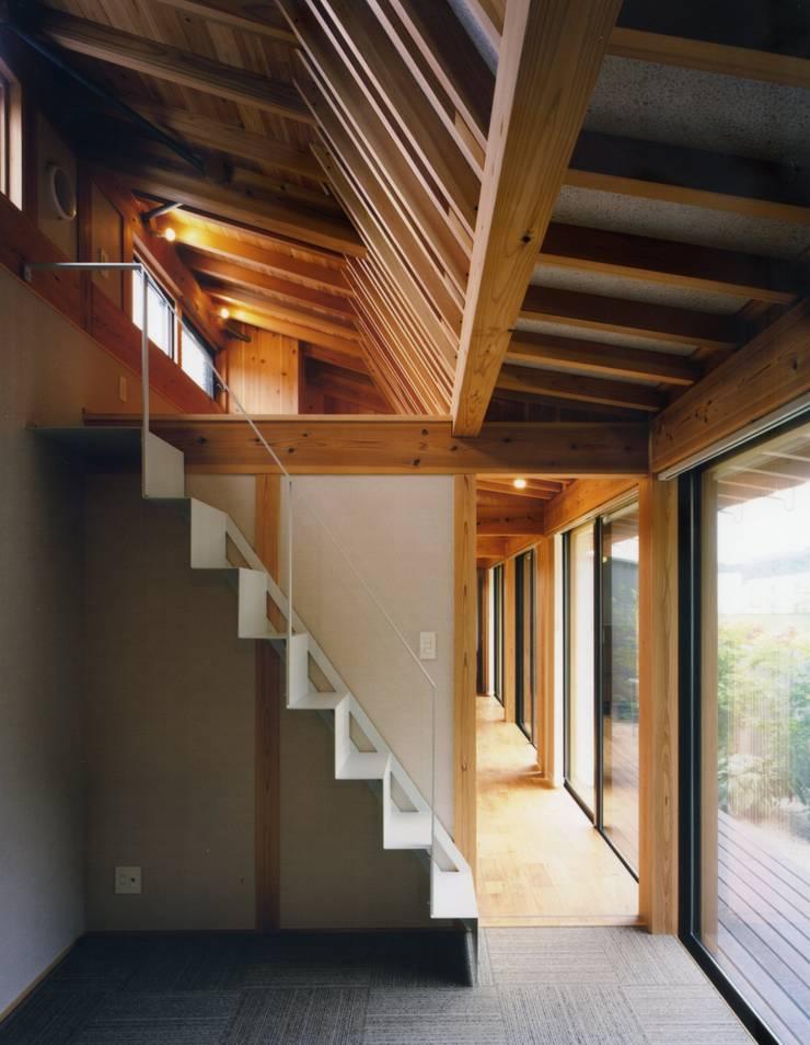 和歌山の家: Y's建築工房 一級建築士事務所が手掛けた廊下 & 玄関です。