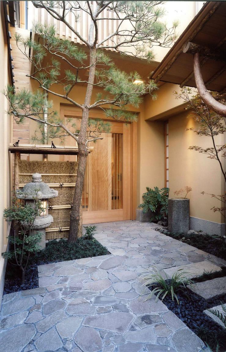 四季を満喫できる和モダンな住宅 オリジナルな 庭 の 一級建築士事務所 (有)BOFアーキテクツ オリジナル