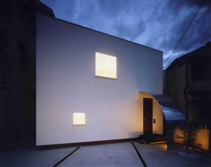 金岡のアトリエ: Y's建築工房 一級建築士事務所が手掛けた家です。,