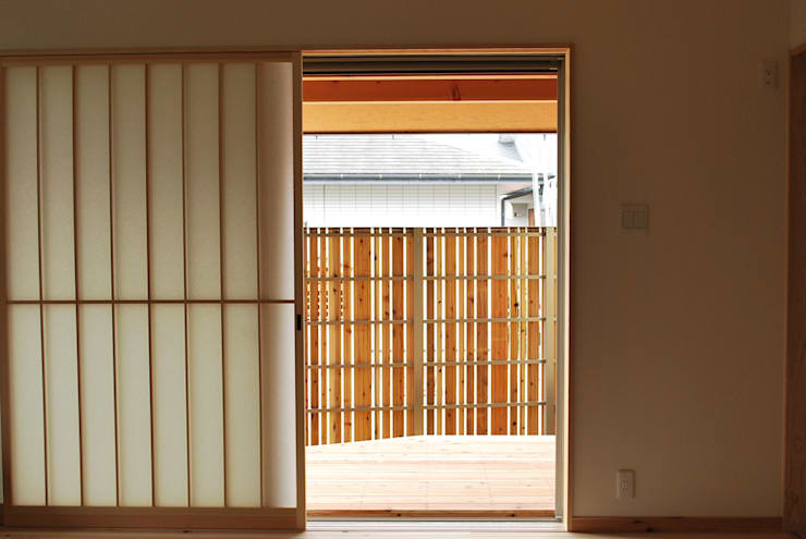 Living room by 西川真悟建築設計,