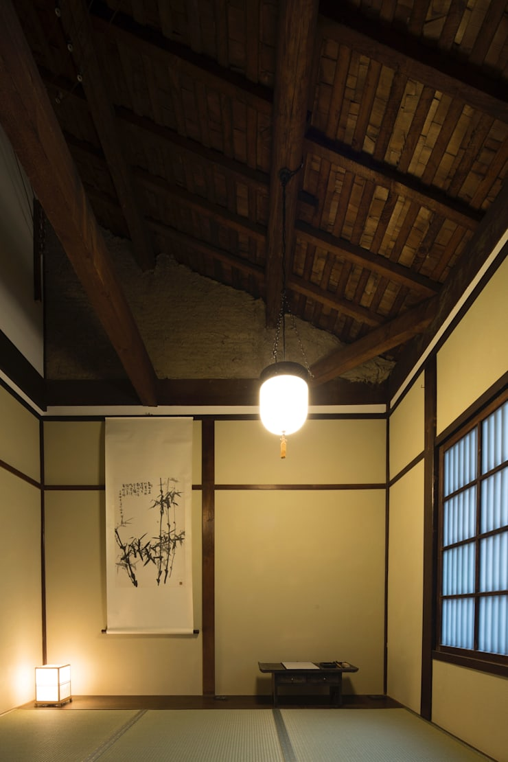 現代に息づく京都の町家: 一級建築士事務所 (有)BOFアーキテクツが手掛けた和室です。