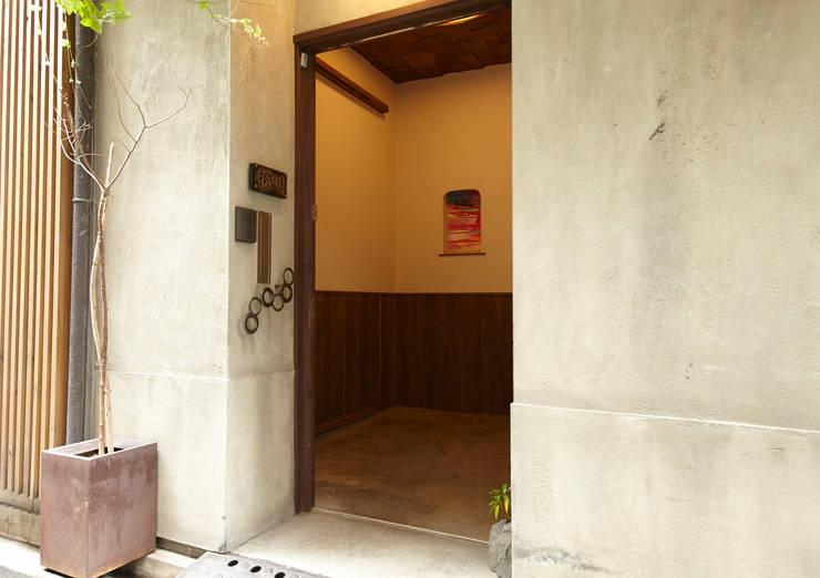東平の家: 伊藤瞬建築設計事務所が手掛けた家です。,クラシック