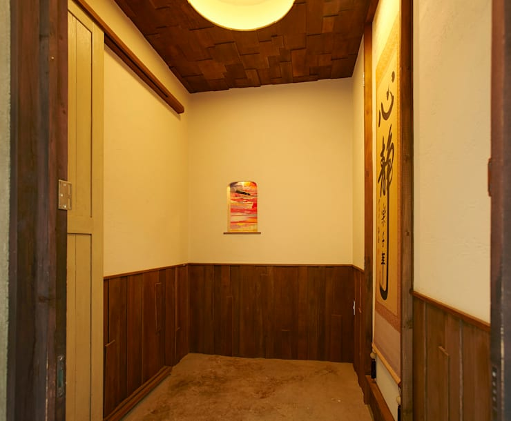 東平の家: 伊藤瞬建築設計事務所が手掛けたガレージです。,クラシック