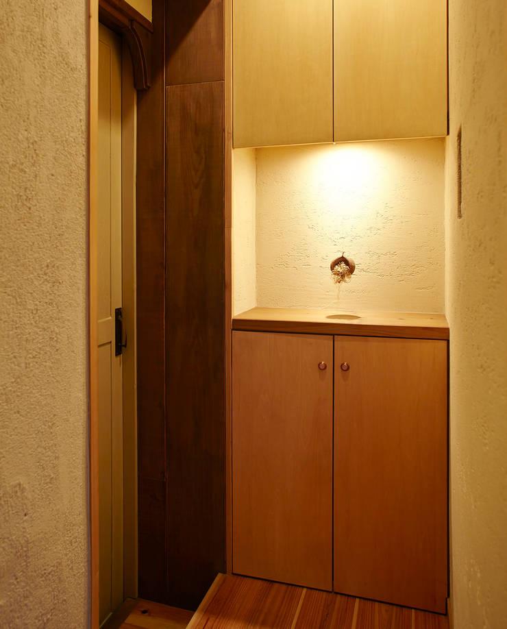 東平の家: 伊藤瞬建築設計事務所が手掛けた廊下 & 玄関です。,オリジナル