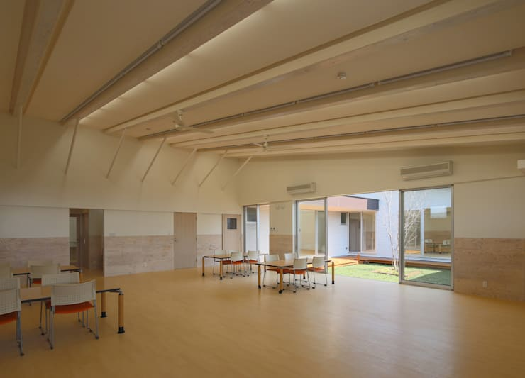 通所事業所 教室 オリジナルデザインの 多目的室 の 原 空間工作所 HARA Urban Space Factory オリジナル