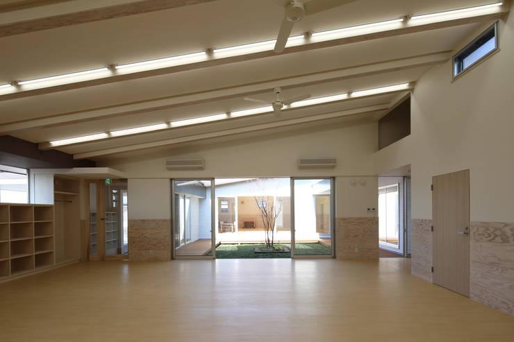 放課後等デイサービス 教室 オリジナルデザインの 多目的室 の 原 空間工作所 HARA Urban Space Factory オリジナル