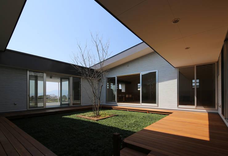 中庭 オリジナルな 庭 の 原 空間工作所 HARA Urban Space Factory オリジナル 木 木目調
