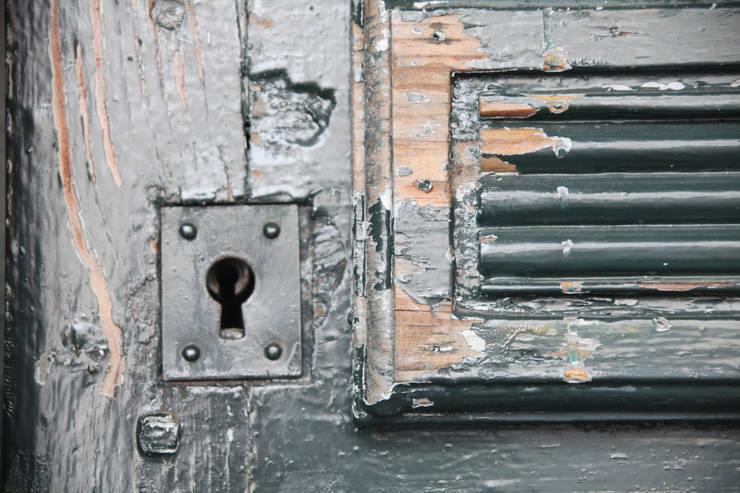 アンティーク扉: atelier mが手掛けた窓&ドアです。