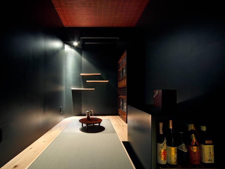 酒部屋: atelier mが手掛けた和室です。