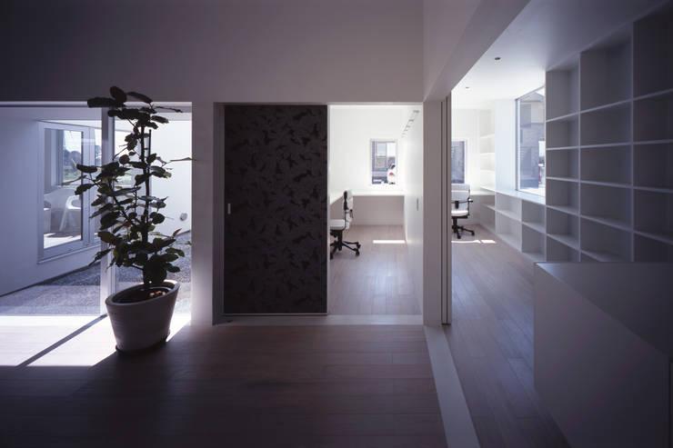 モンタージュ: Smart Running一級建築士事務所が手掛けた書斎です。