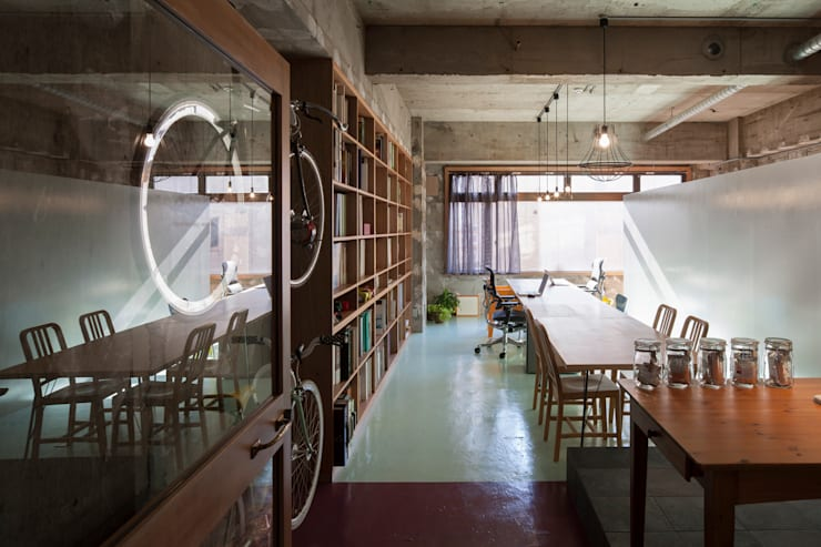 Oficinas de estilo  por Smart Running一級建築士事務所, Ecléctico